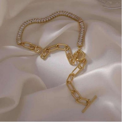 ASYMMETRIC SPLICING GOLD METAL NECKLACE