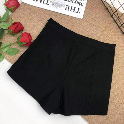 HIGH-WAIST STRETCHABLE SLIM SHORTS WITH SIDE-CUT DESIGN