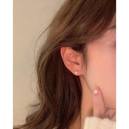 EIGHT-POINTED STAR ASYMMETRIC EARRINGS