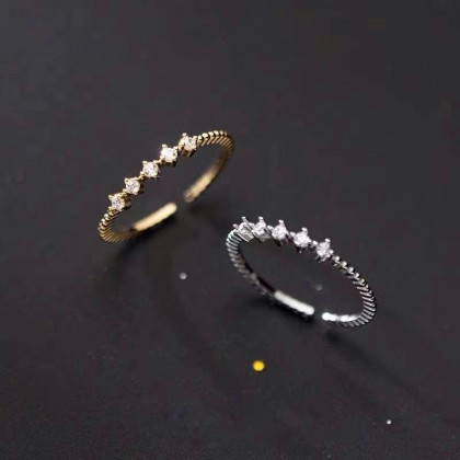 WESTERN STYLE RING WITH DIAMOND DESIGN